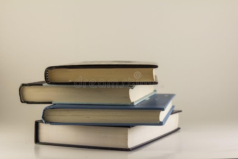 Una pila di libri/manuali fotografie stock