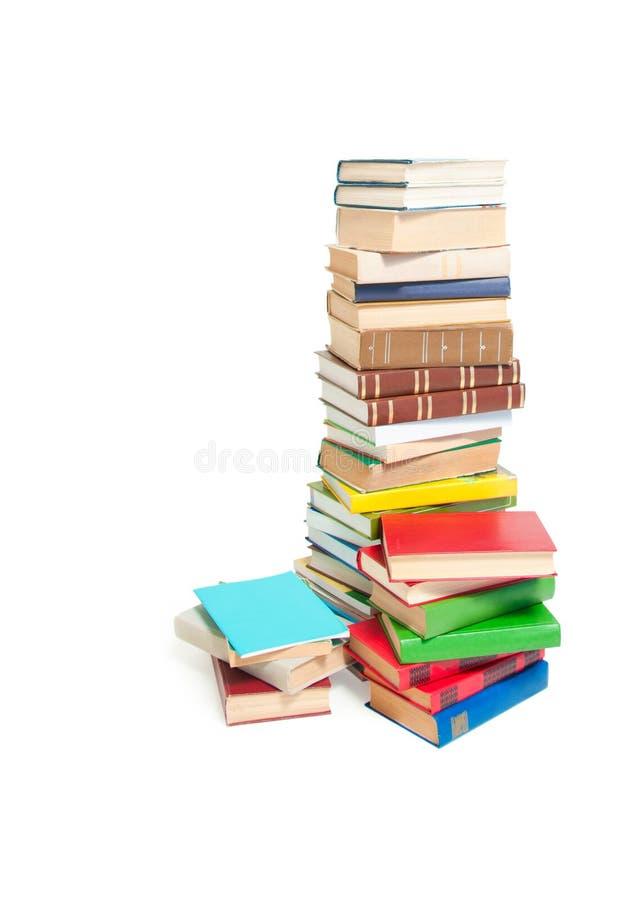 Una pila di libri variopinti e di riviste immagine stock libera da diritti