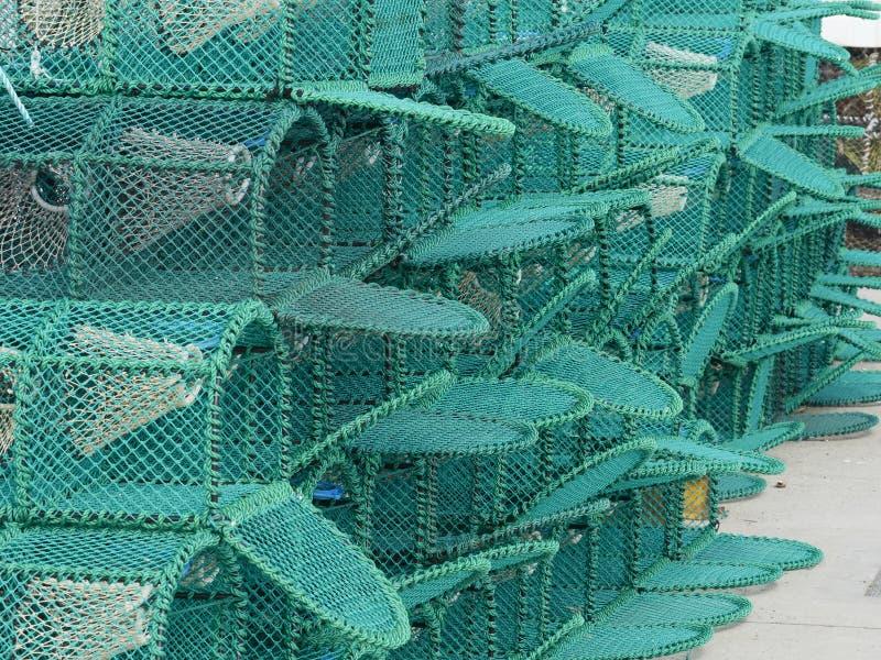 Una pila di nuove nasse per crostacei su un porto fotografia stock libera da diritti