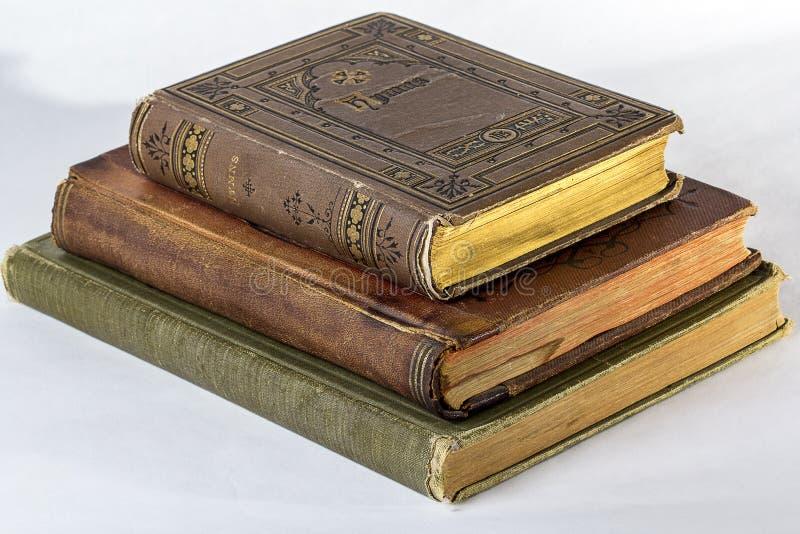 Una pila di tre libri antichi fotografie stock