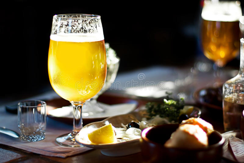 Una pinta de cerveza imagenes de archivo