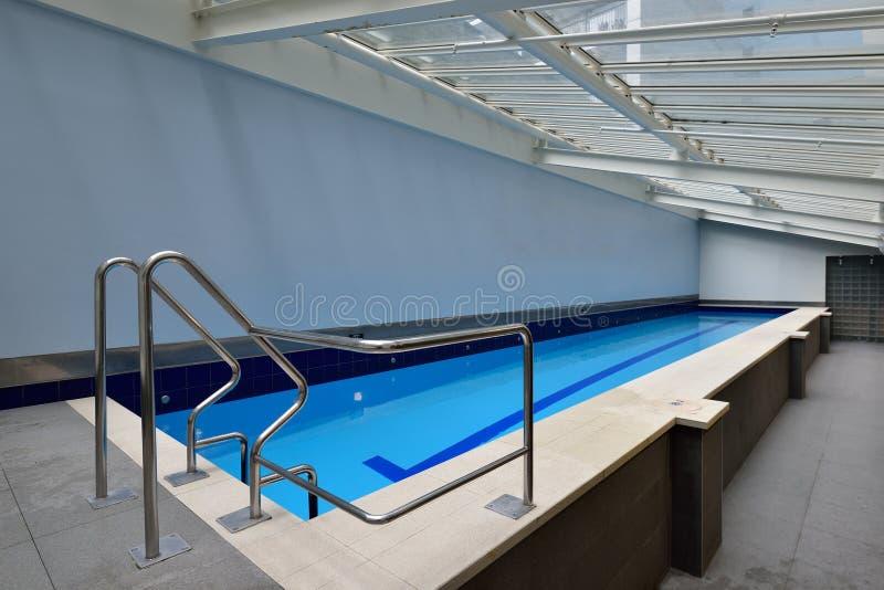 Una piscina grande del ejercicio foto de archivo libre de regalías