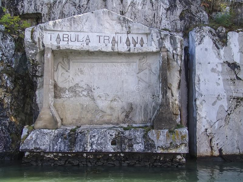 Una placa conmemorativa romana en el río Danubio en la frontera de Serbia-Rumania imagen de archivo libre de regalías