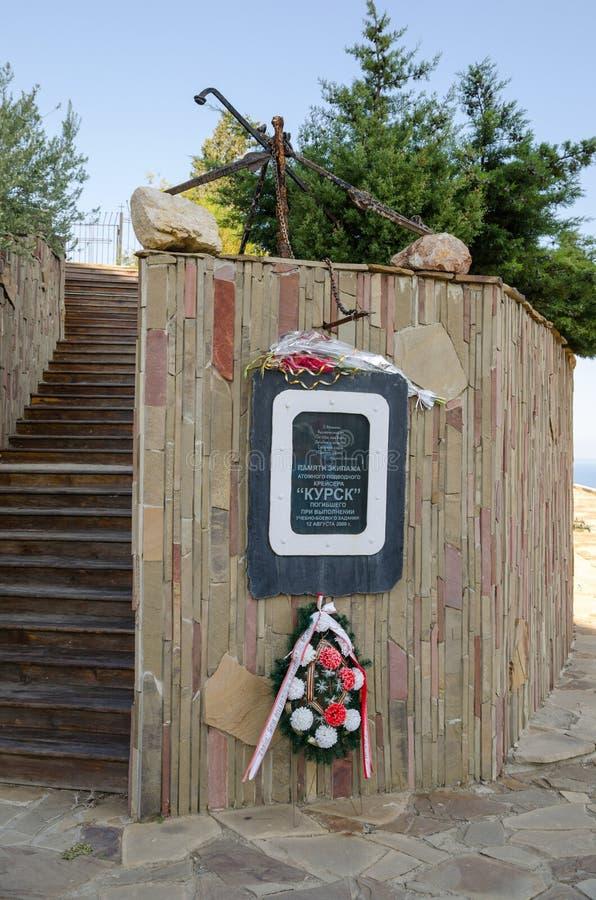Una placa dedicada al crucero subacuático fotos de archivo