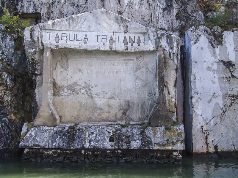 Una placca commemorativa romana sul fiume Danubio in confine della Serbia-Romania immagine stock libera da diritti