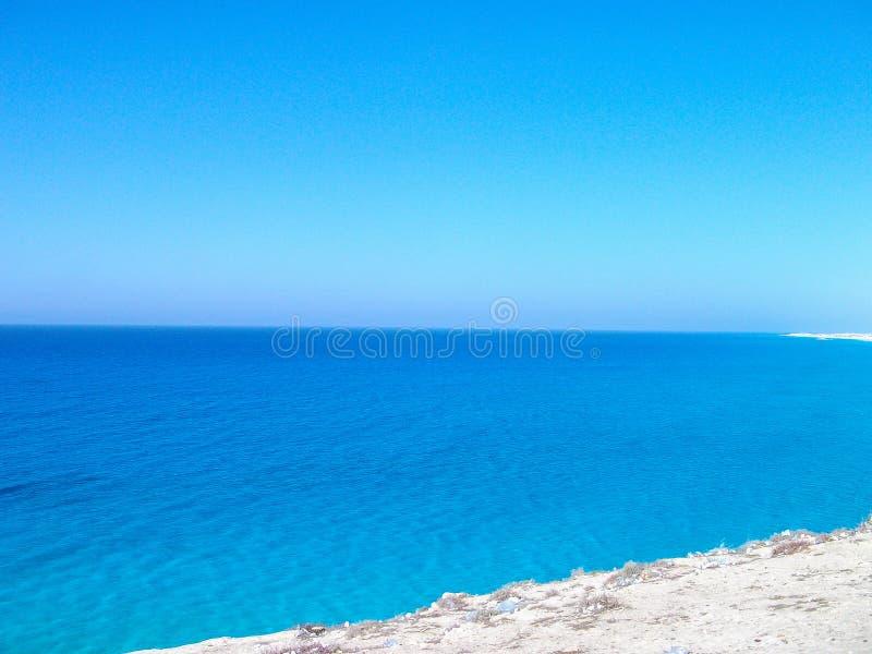 Una playa azul imponente de Marsa Matrouh, Egipto fotos de archivo