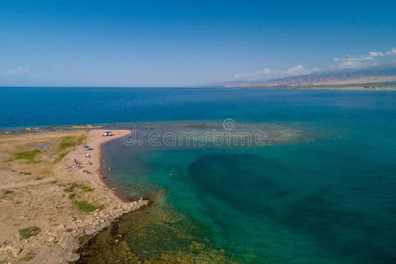 Una playa con la visión aérea fotos de archivo
