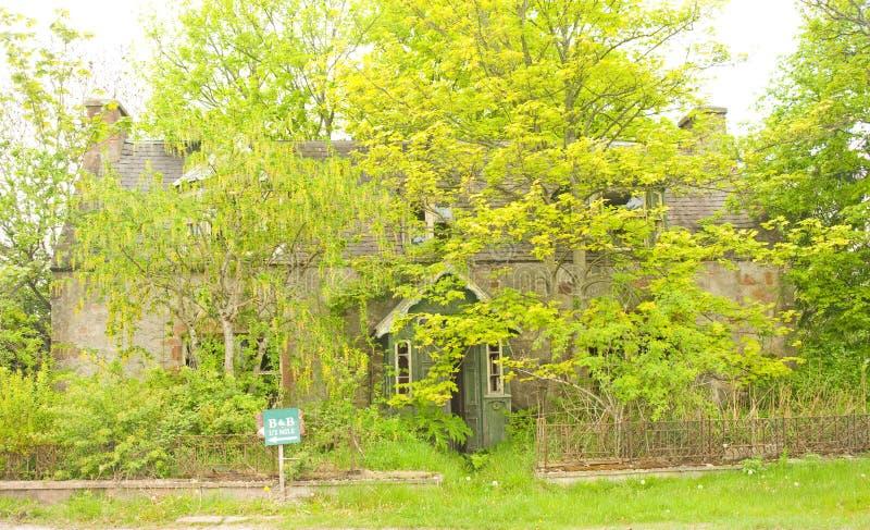 Una proprietà abbandonata vuota. immagini stock