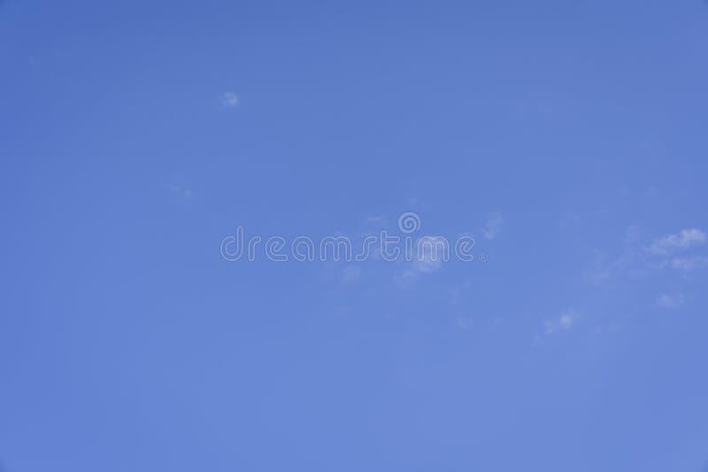 Una protezione del cielo blu immagine stock