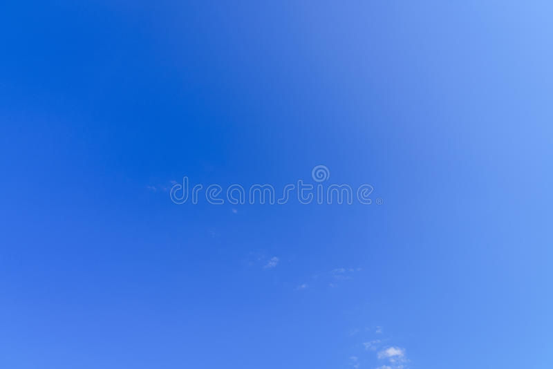Una protezione del cielo blu immagini stock