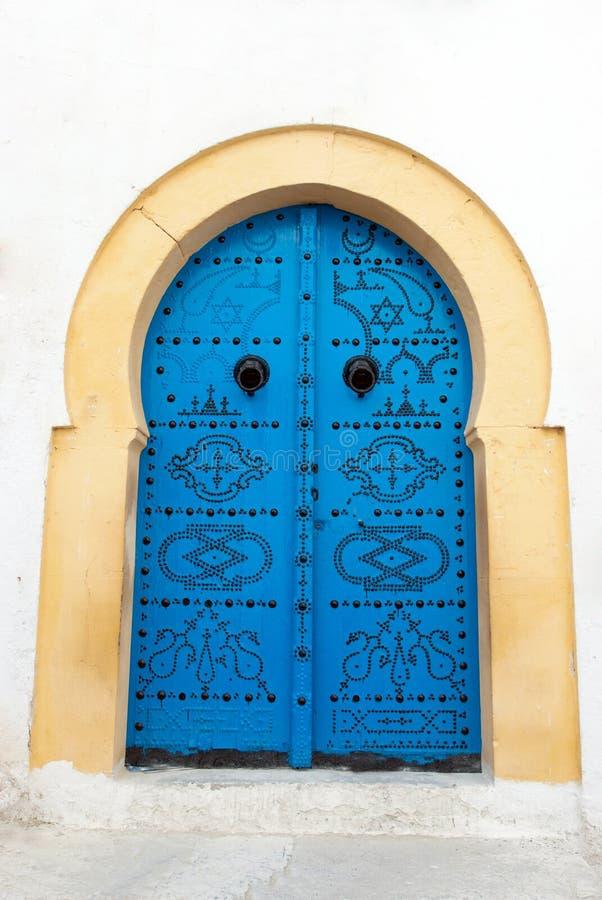 Una puerta azul en Sidi Bou dicho, Túnez fotografía de archivo