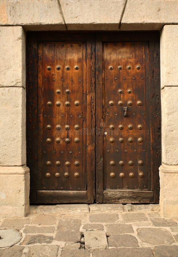 Una puerta vieja foto de archivo