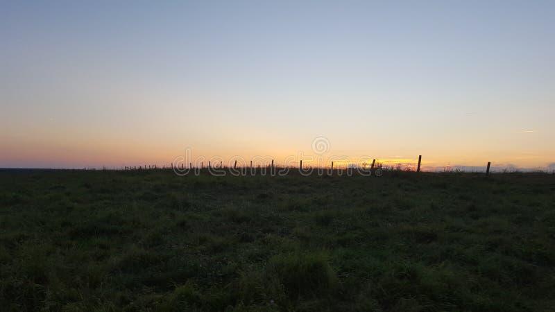 Una puesta del sol de Fenceline fotos de archivo libres de regalías