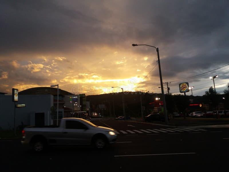 Una puesta del sol hermosa en Guatemala imagen de archivo libre de regalías