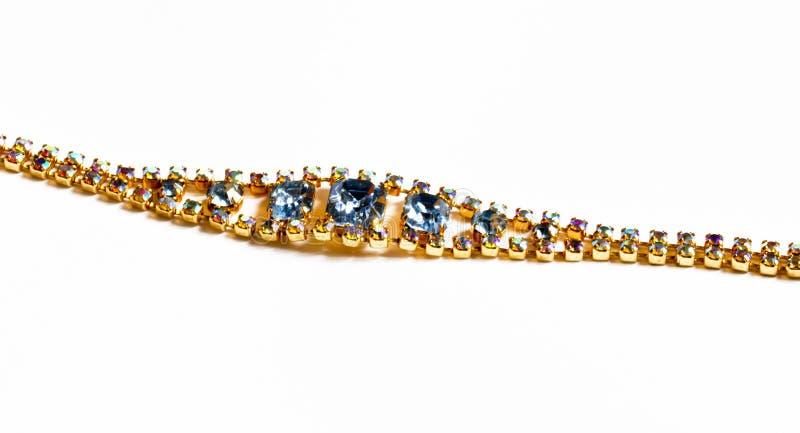 Una pulsera con las piedras coloreadas foto de archivo libre de regalías