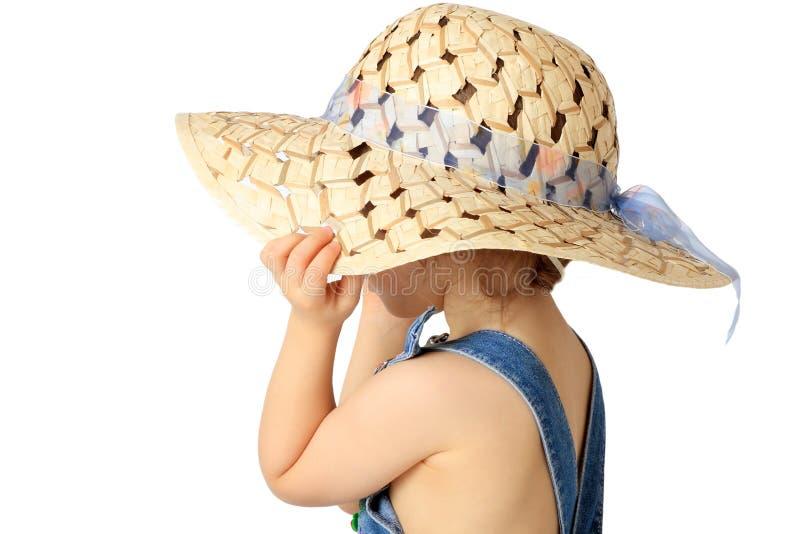 Una ragazza è in un cappello. fotografia stock
