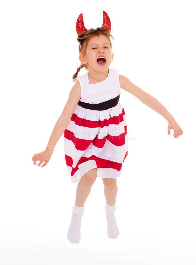 Una ragazza che indossa i corni capi. fotografia stock