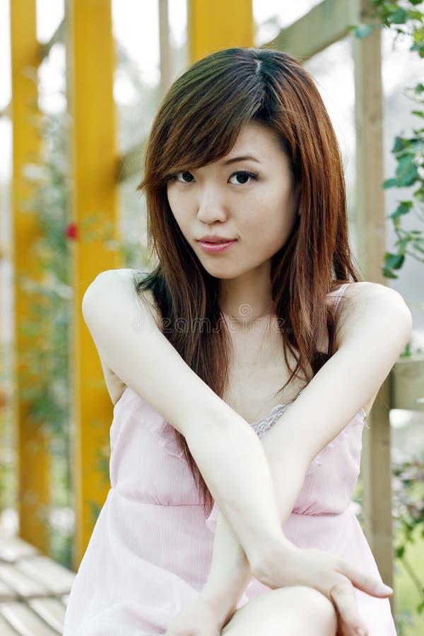 Una ragazza cinese in estate. fotografie stock