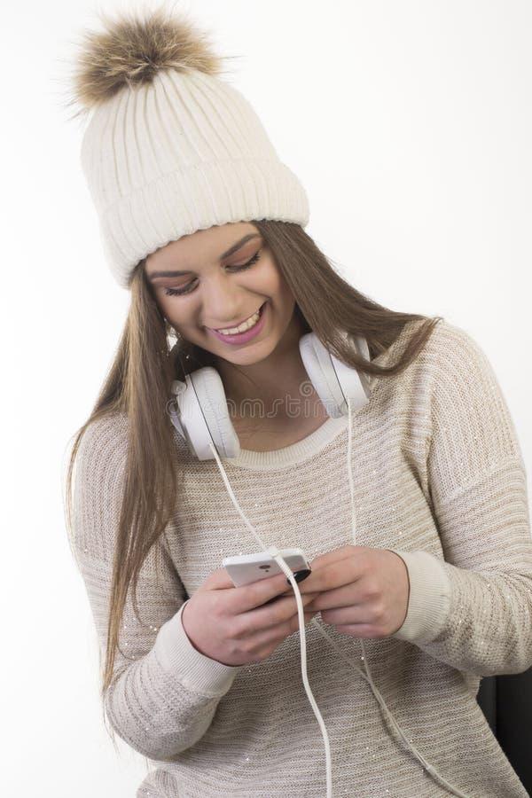 Una ragazza con le cuffie fotografia stock libera da diritti