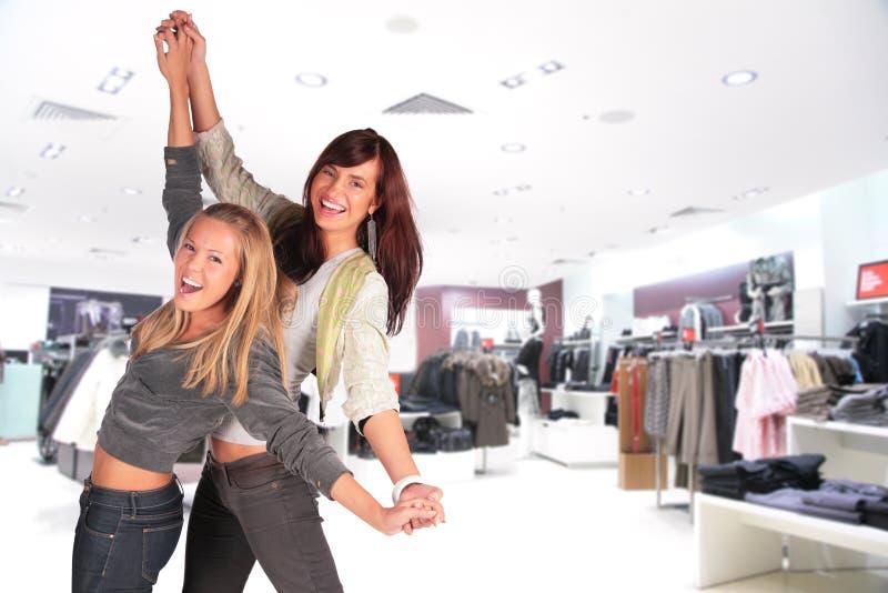 Una ragazza di due balli in negozio fotografia stock libera da diritti