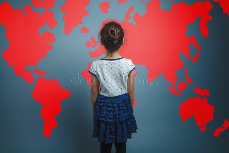 Una ragazza di sette tristi castana di aspetto dell'europeo fotografia stock libera da diritti