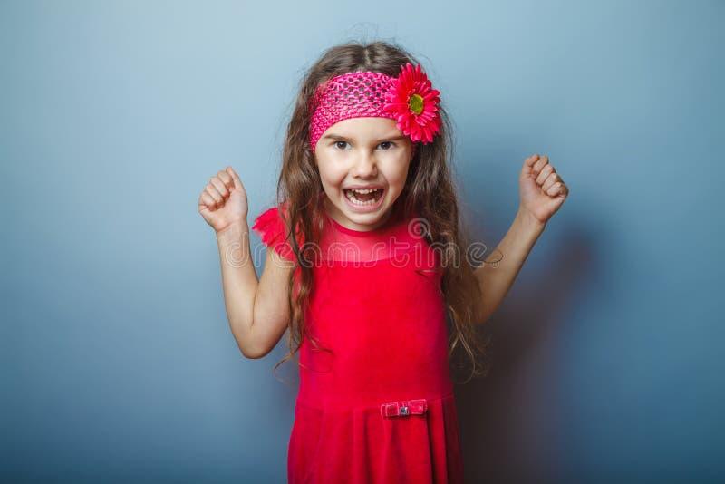 Una ragazza di un aspetto di sette europei castana in a fotografie stock