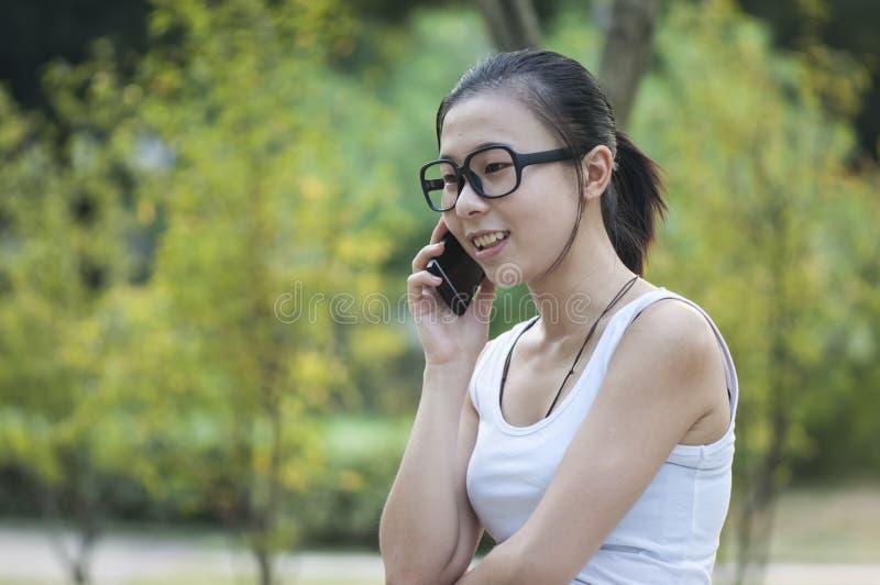 Una ragazza sta chiamando immagini stock libere da diritti