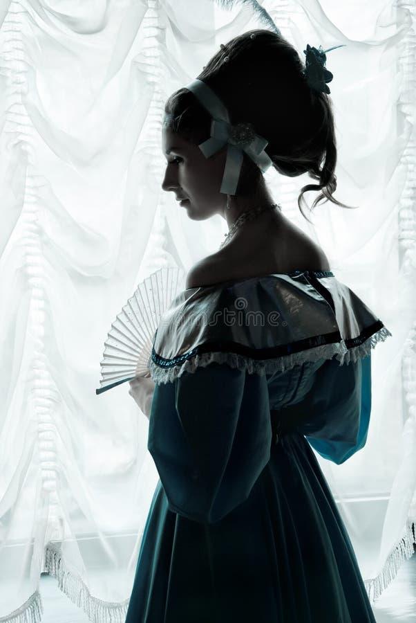 Una ragazza in un abito di sfera. immagini stock libere da diritti