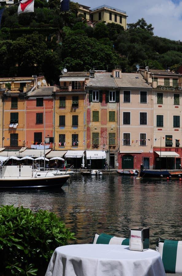 Una regolazione della tavola sul harbourside in Portofino, Italia immagini stock libere da diritti