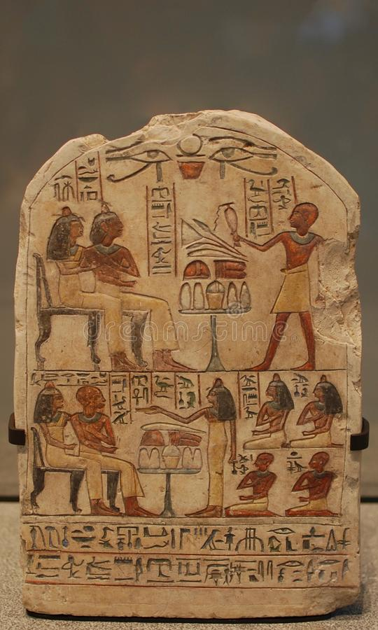 Una reliquia egipcia de los jeroglíficos fotografía de archivo