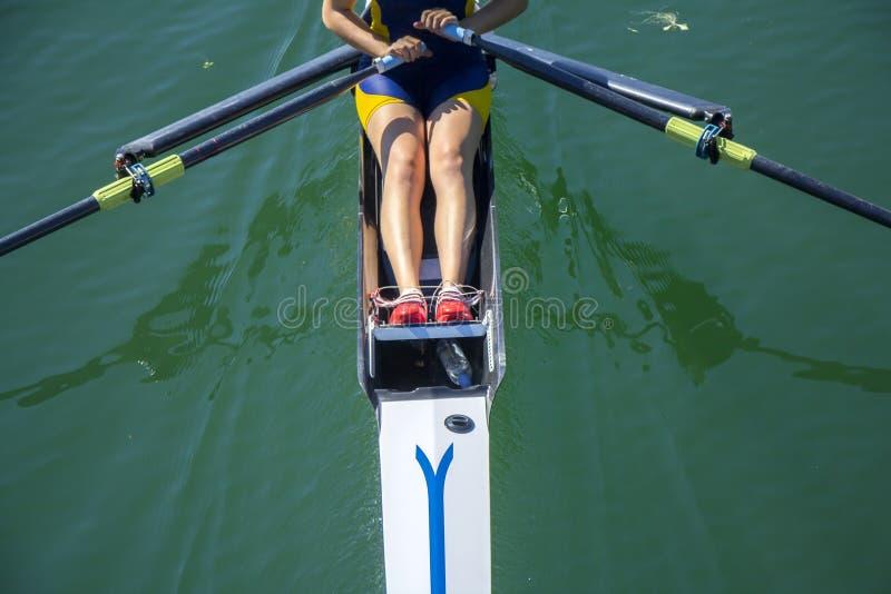 Una rematura della ragazza in barca immagine stock libera da diritti