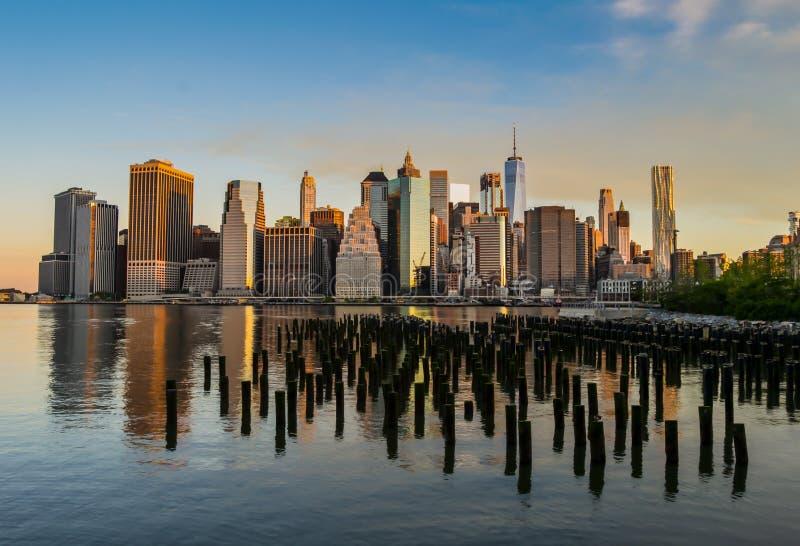 Una riflessione meravigliosa dell'orizzonte di New York immagine stock libera da diritti