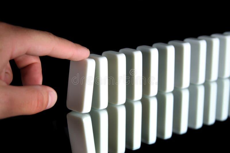 Una riga dei domino immagini stock libere da diritti