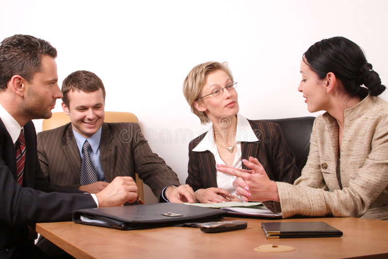 Una riunione d'affari di 4 persone immagini stock libere da diritti