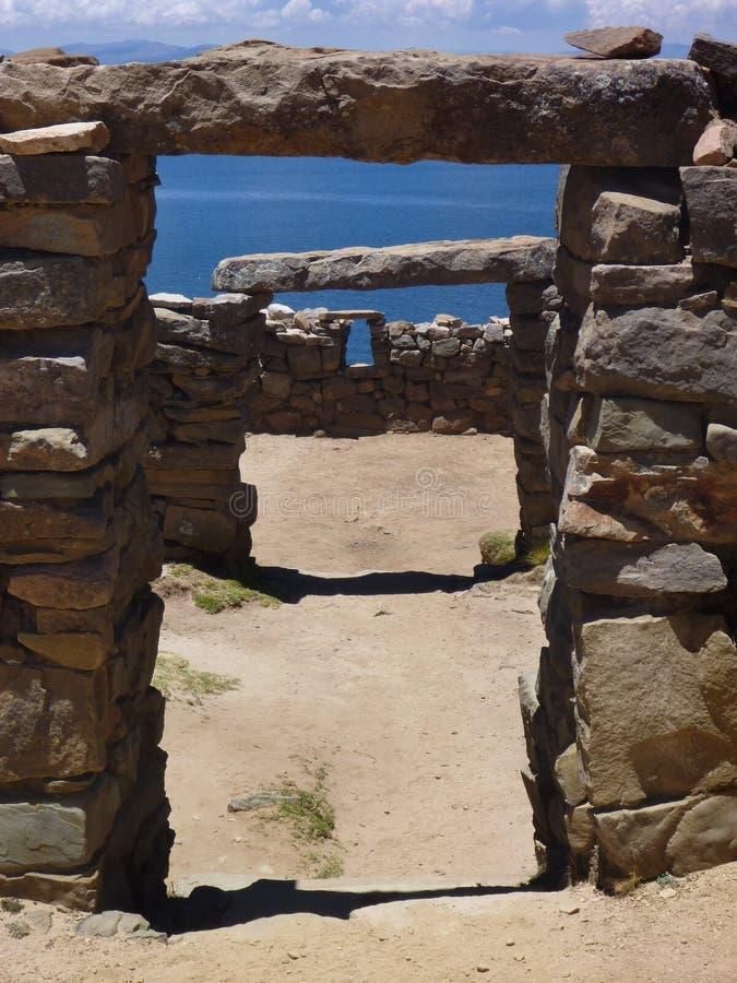 Una rovina a isla del sol al titicaca di lago immagine stock