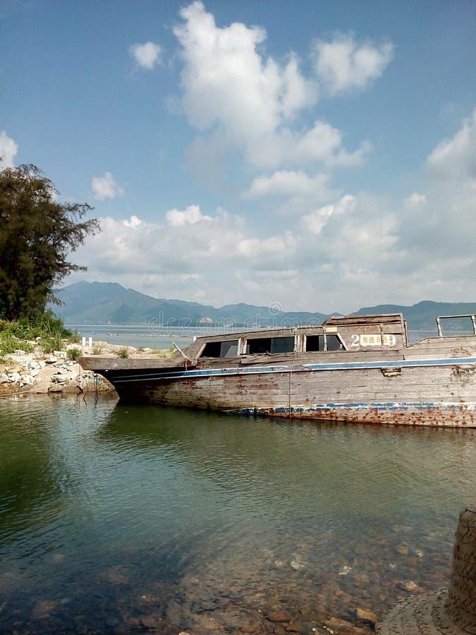Una ruina por el mar fotografía de archivo