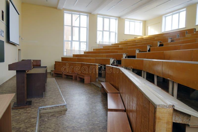 Una sala de clase sin los estudiantes fotos de archivo libres de regalías