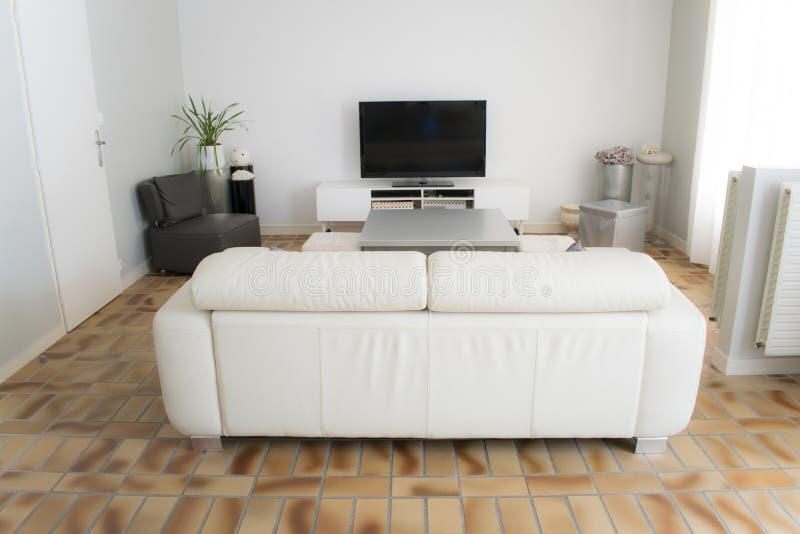 muebles de sala de estar elegantes del país Sala De Estar Blanca Con El Sof De Color Topo Imagen De