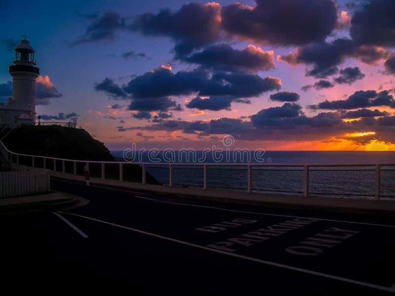 Una salida del sol simplemente que aturde sobre Byron Bay, Australia imágenes de archivo libres de regalías