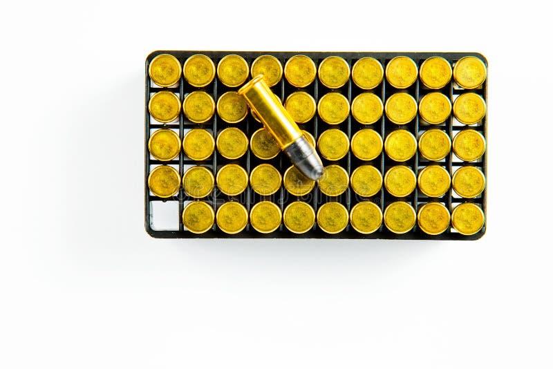 Una scatola di 50 pezzi di 0 piccole munizioni del fuoco dell'orlo 22 immagini stock