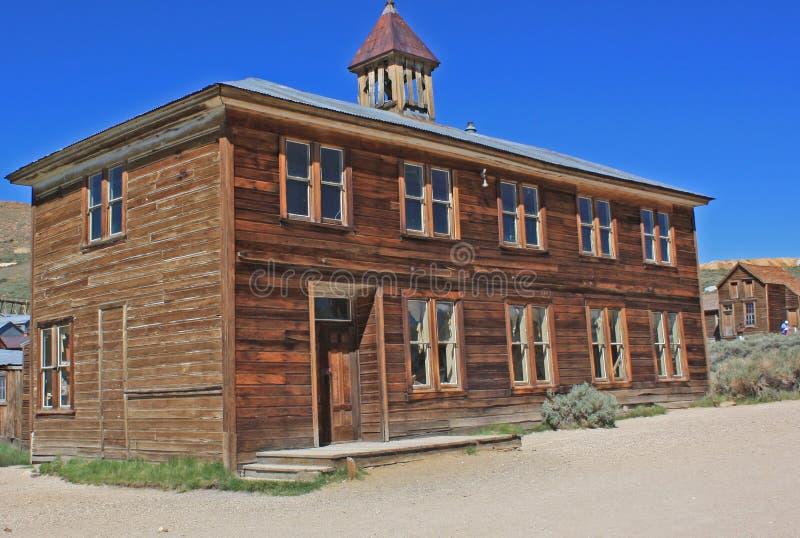Una scuola nella città abbandonata di estrazione dell'oro di Bodie, California fotografia stock