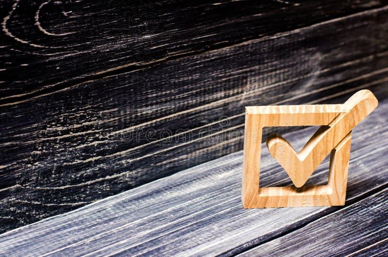 Una señal en elecciones del gobierno Opción del candidato fotografía de archivo