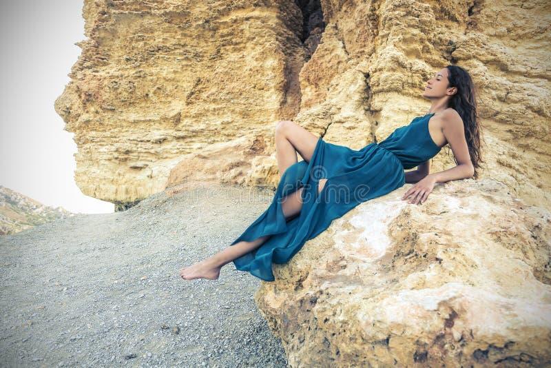 Una señora en azul fotografía de archivo