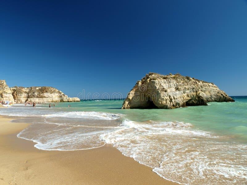 Una sección de la playa idílica de Praia de Rocha fotografía de archivo
