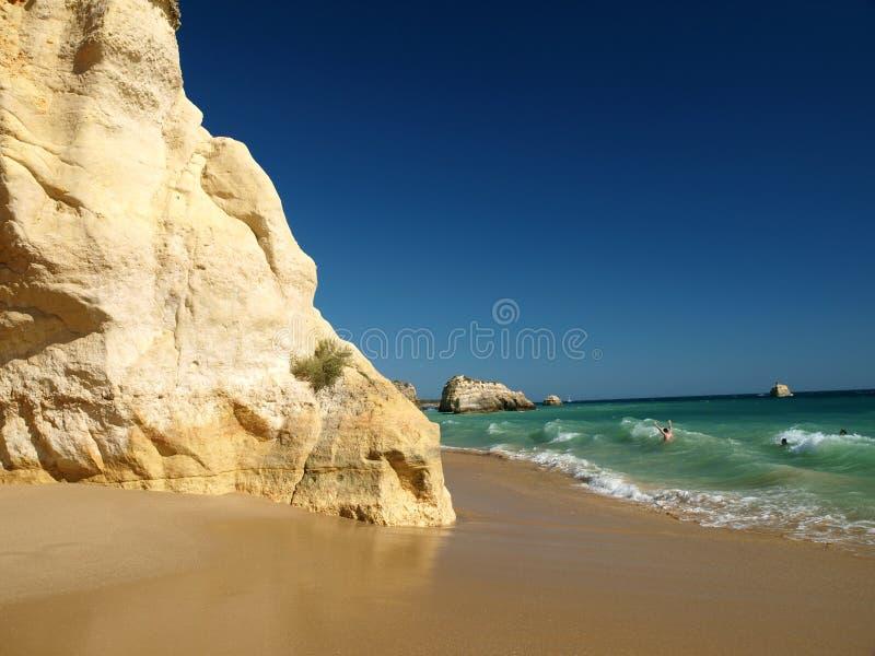 Una sección de la playa idílica de Praia de Rocha fotografía de archivo libre de regalías