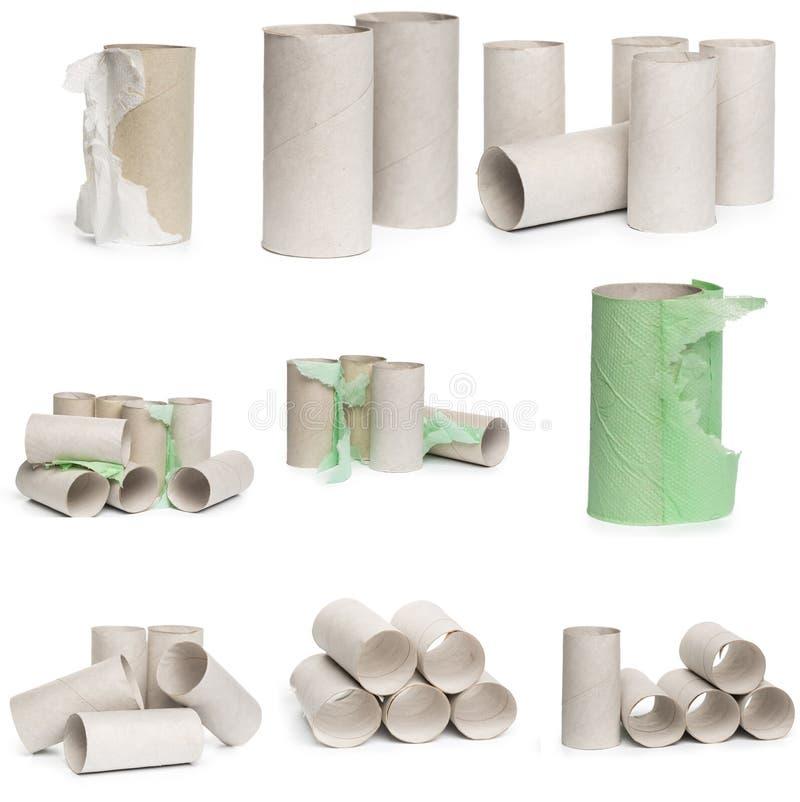 Una selección de tubos del papel higiénico de la cartulina en diversos arreglos aislados en un fondo blanco foto de archivo libre de regalías