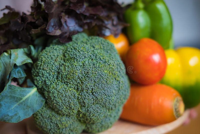 Una selezione degli ortaggi freschi per una dieta sana del cuore come raccomandato da medici immagine stock