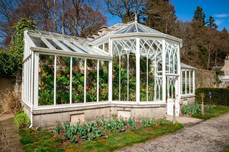 Una serra nei giardini all'aperto del castello di Balmoral, Scozia fotografia stock libera da diritti
