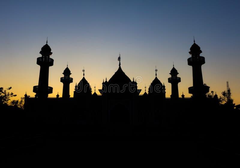 Una siluetta di una moschea immagine stock libera da diritti
