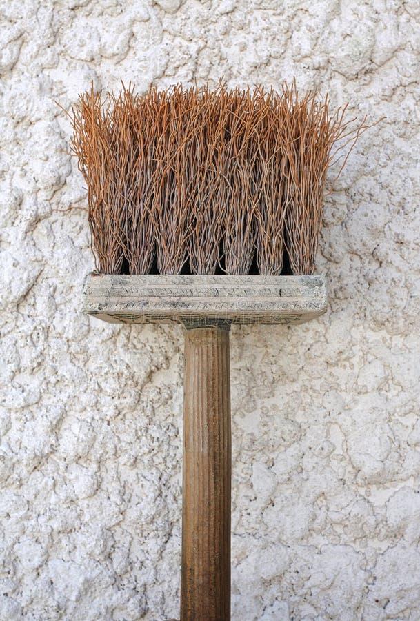 Una spazzola del un poco dello stucco del cemento immagine stock libera da diritti